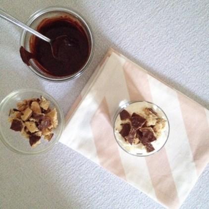 Glace vanille, chocolat et granola (2)
