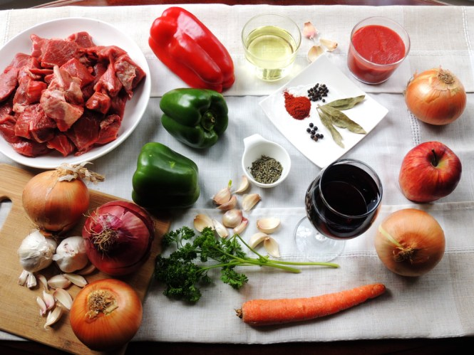 Hungarian beef goulash ingredients