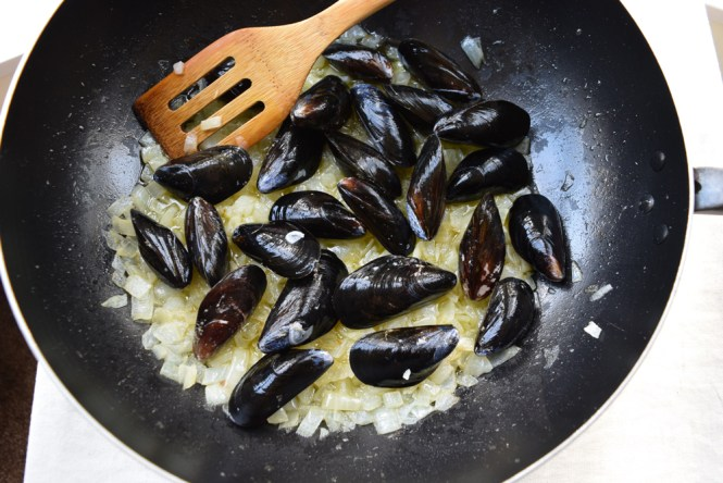Stir Fry Onions and Mussels