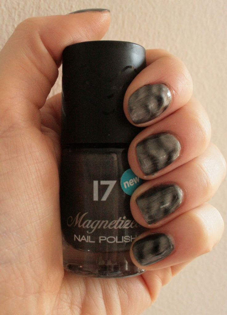 Review: 17 Magnetized Nail Varnishes