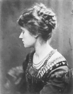 Marie Spartali Stillman, modella e pittrice preraffaelita, fotografata da Julia Margaret Cameron nel 1868