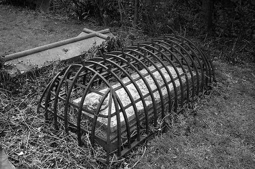 24a6e3734c61cbcc18a3636066a27058 grave folklore