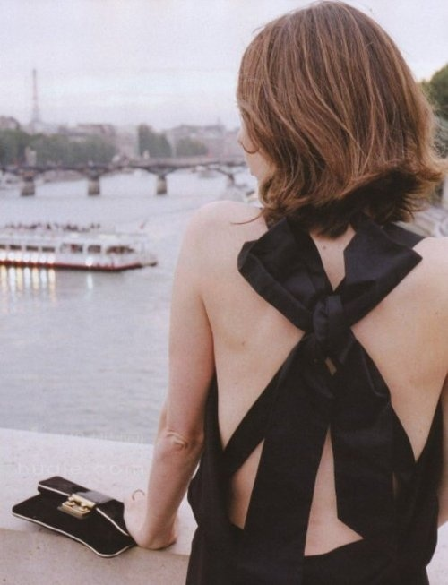 Resultado de imagen para mujer con cabello corto de espalda