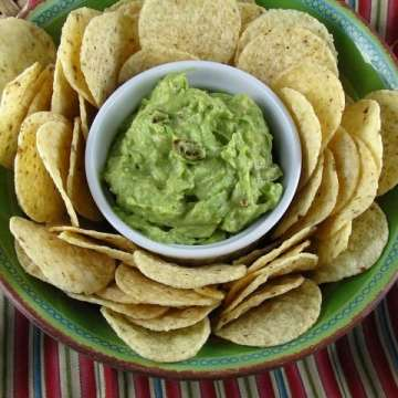Bacon-Ranch Guacamole | www.missinthekitchen #virtualpotluck
