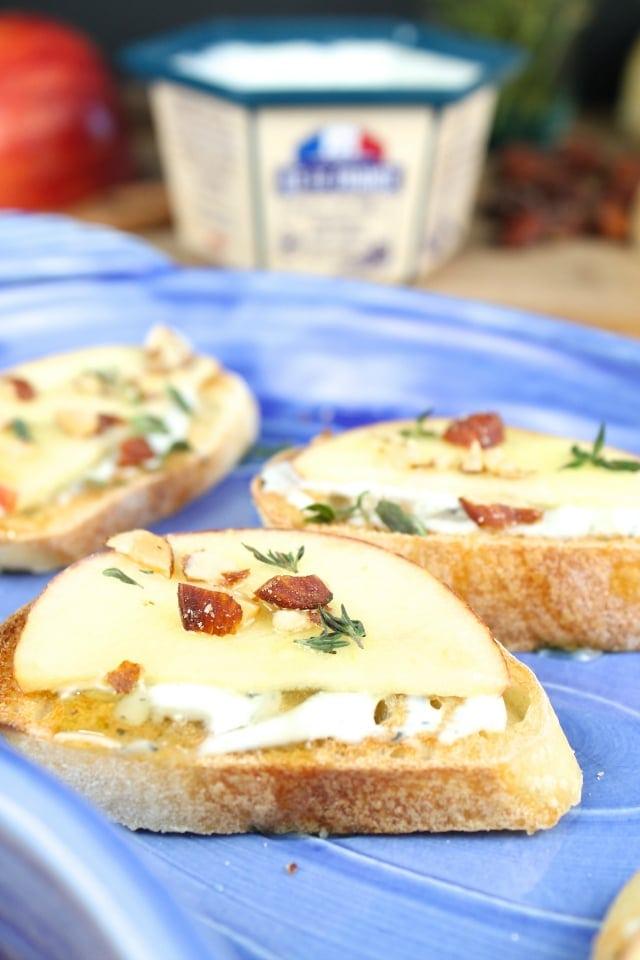 blue cheese apple crostini