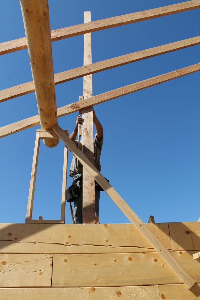 Leveling frame for gable end Log Cabin Saturday #4 Miss in the Kitchen