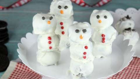 OREO Cookie Ball Snowmen ~ a fun holiday treat! From MissintheKitchen.com