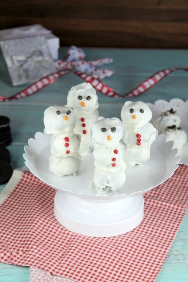 OREO Cookie Ball Snowmen ~ a fun holiday treat! From MissintheKitchen.com