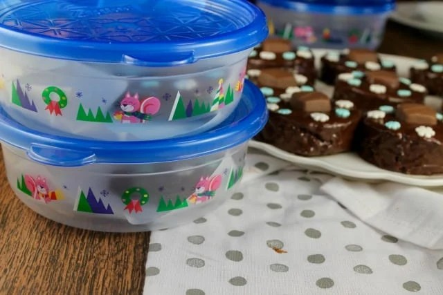 Ziplock Holiday Containers are perfect for packaging Triple Chocolate Snack Cakes ~ MissintheKitchen.com #ad