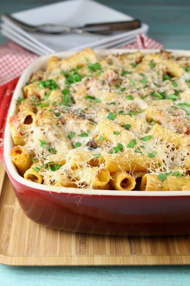 Cheesy Beef Rigatoni Casserole ~ MissintheKitchen.com   recipe   easy dinner   weeknight dinner   beef