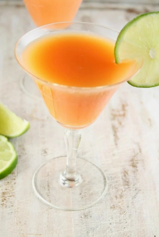 Rum Sunset Cocktail ~ easy party drink ~ MissintheKitchen.com