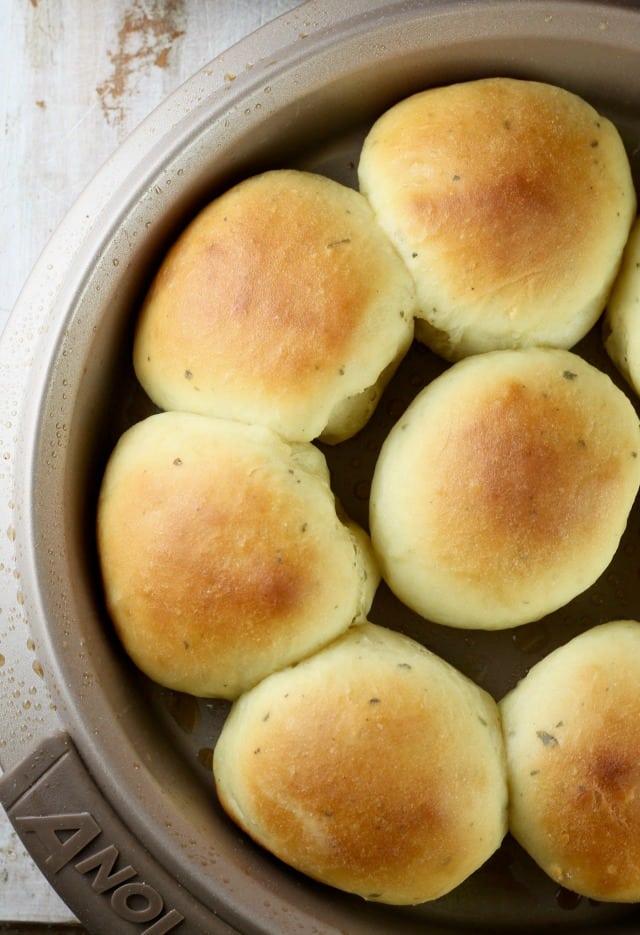 Buttermilk Ranch Dinner Rolls Recipe ~ Baked with Red Star Yeast ~ MissintheKitchen.com #sponsored