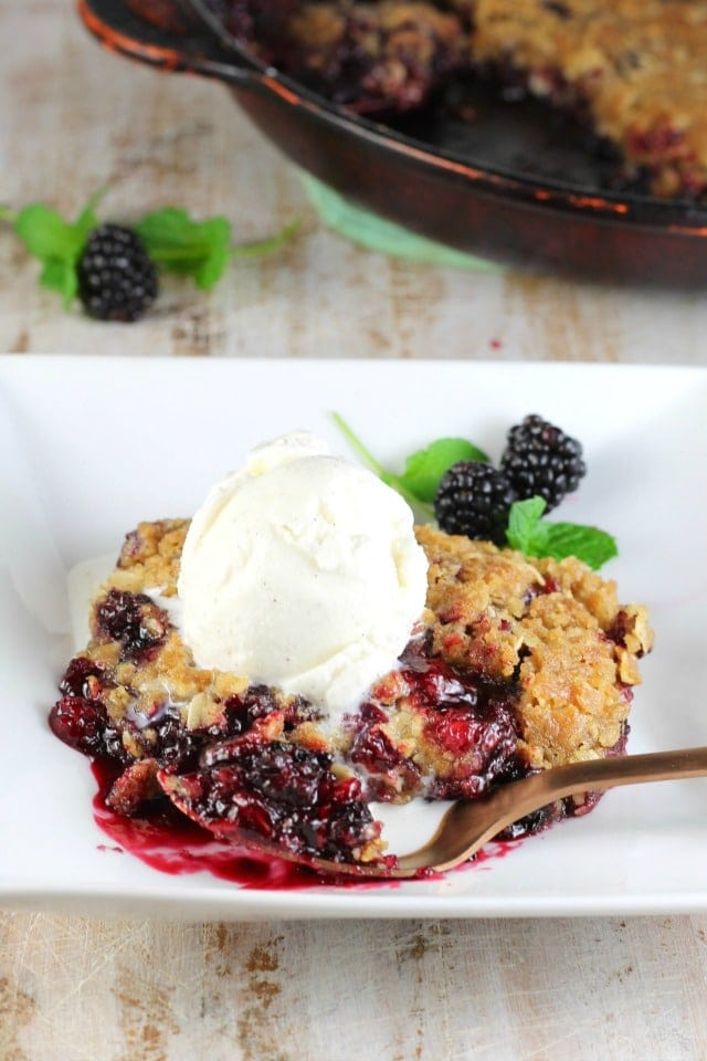 Easy Blackberry Crisp ~ MissintheKichen.com