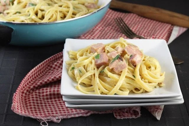 Easy dinner ~ One Pot Cheesy Ham Pasta Recipe ~ MissintheKitchen.com