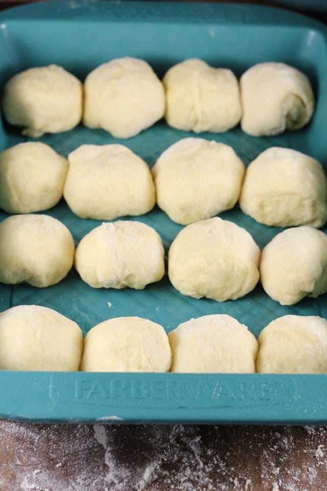 Shaped Rolls ~ White Cheddar Potato Rolls ~ MissintheKitchen.com