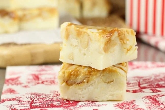 White Chocolate Caramel Macadamia Nut Fudge Recipe - MissintheKitchen.com