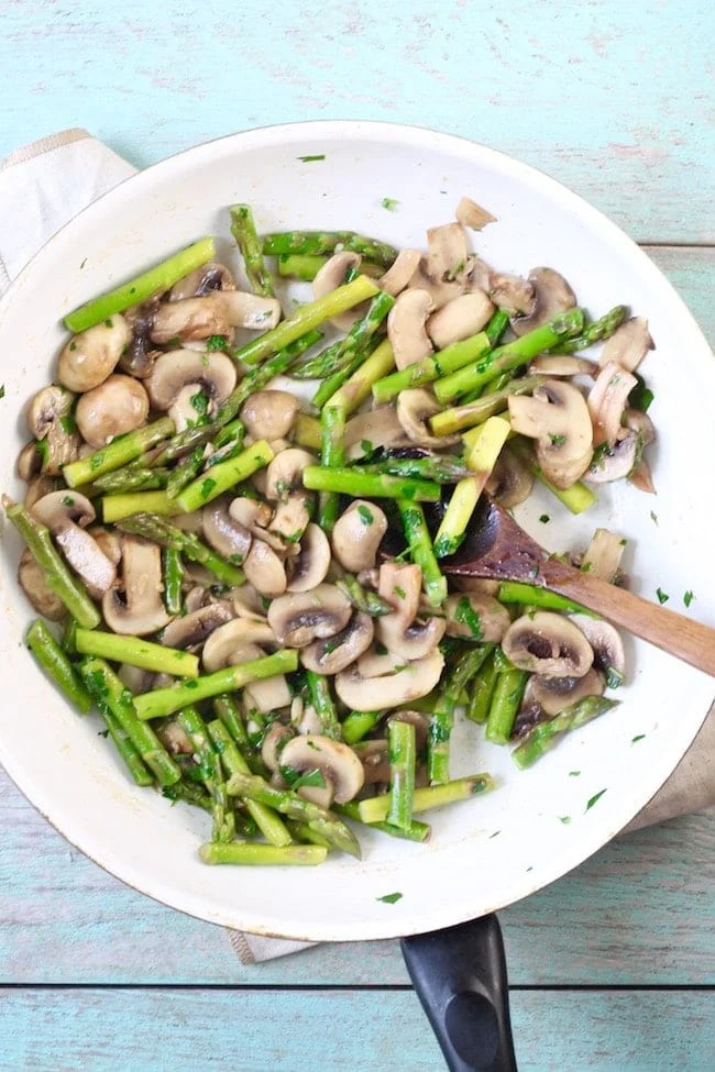 Skillet with asparagus and mushrooms