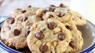 Easy Chocolate Chip Walnut Cookies
