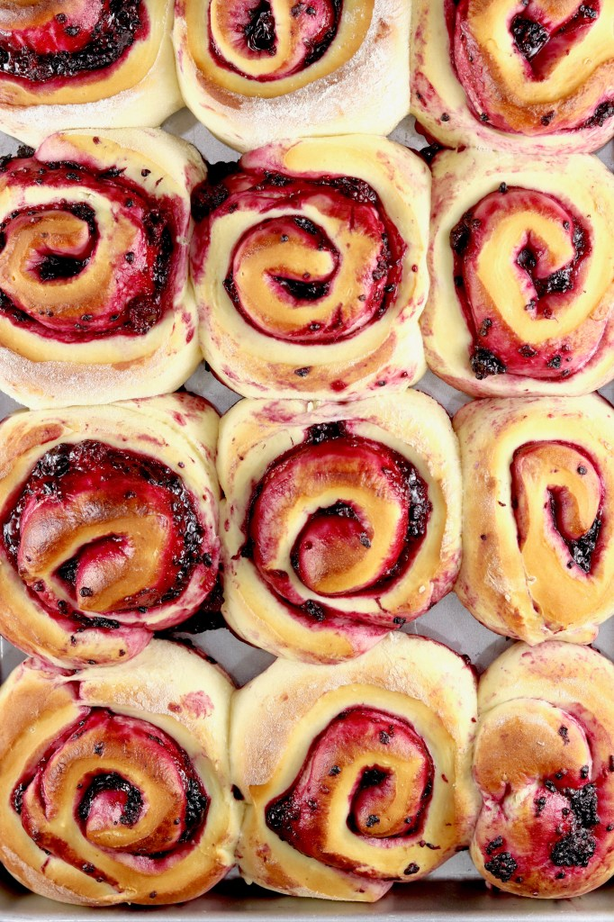 Baked sweet rolls with blackberry filling