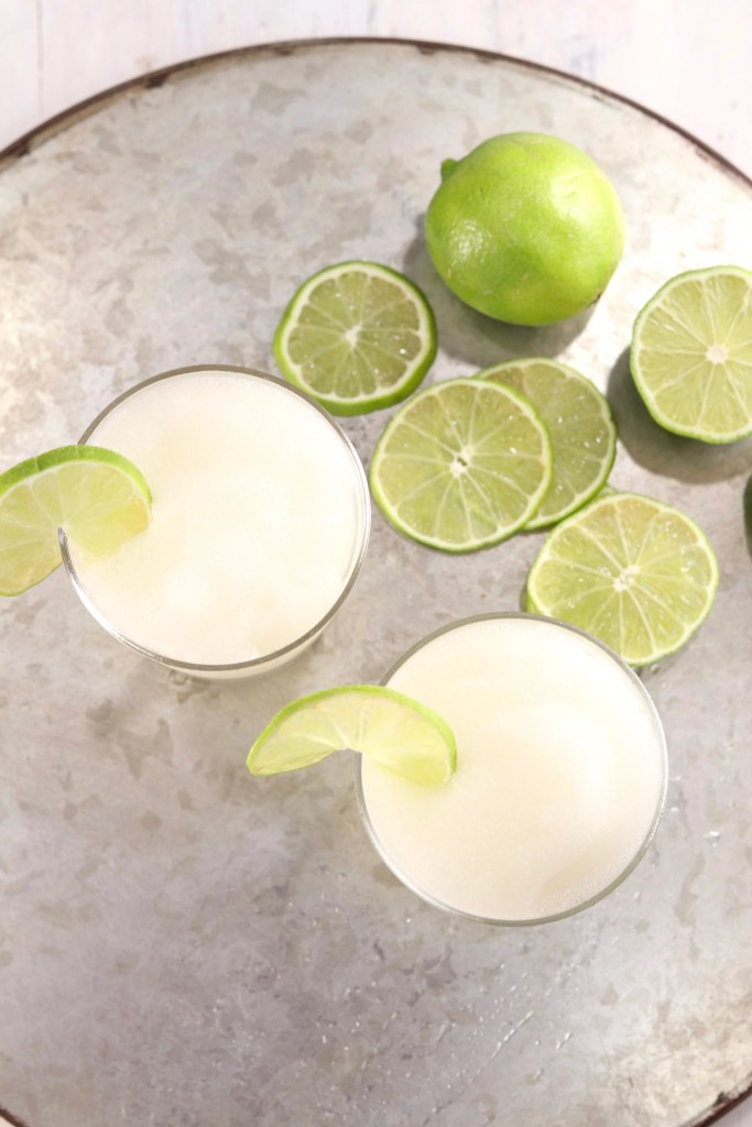 Daiquiri cocktail with fresh limes