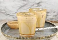 Mudslide cocktails with salted caramel
