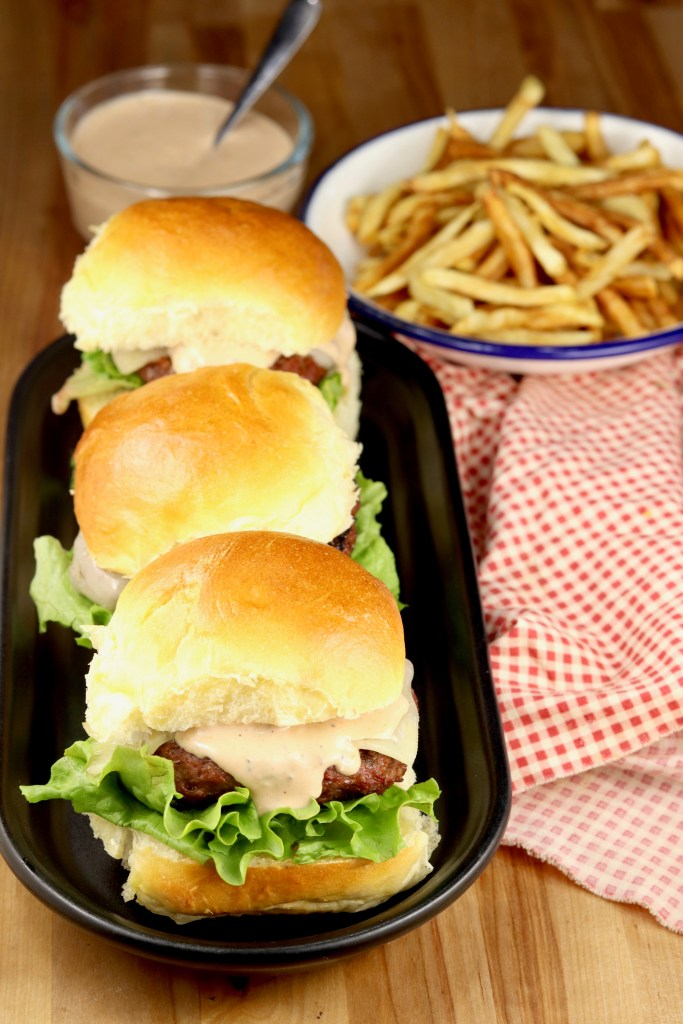 Sliders with burger sauce