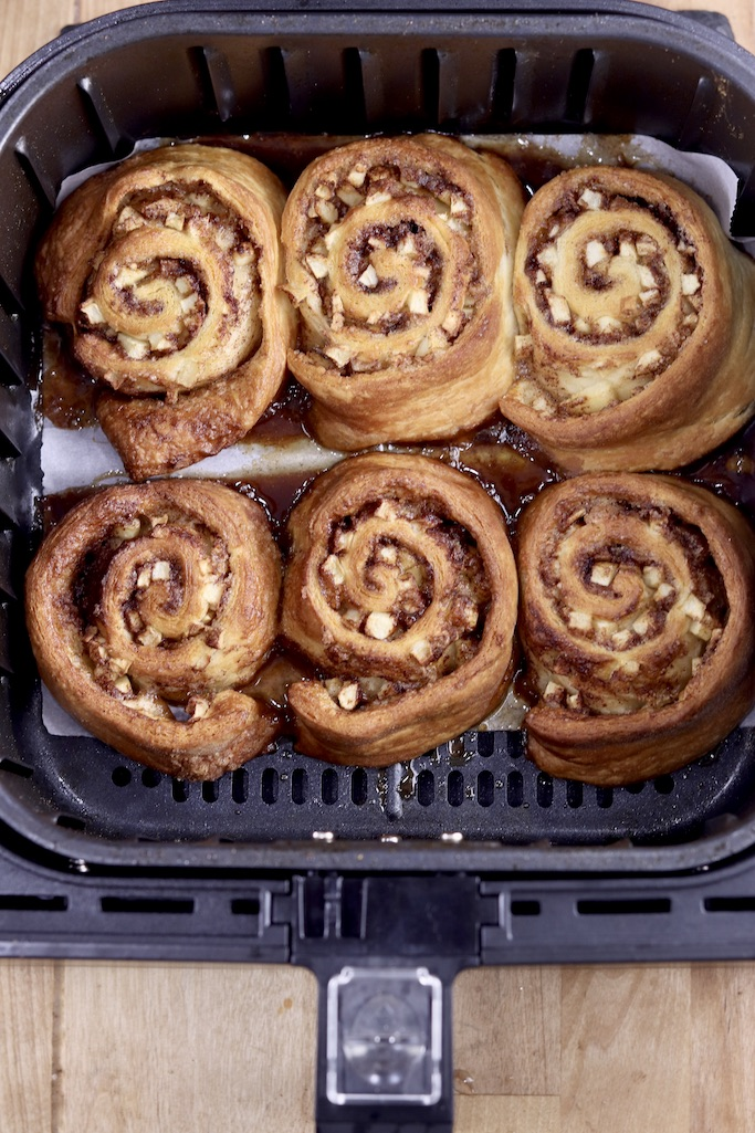Air fryer basket with 6 cinnamon rolls
