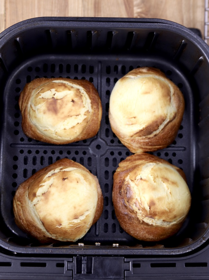 4 Cooked cheese danish in an air fryer