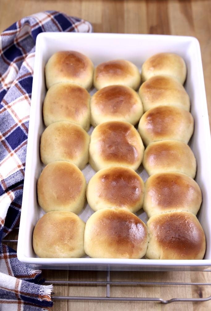 Hawaiian rolls in a pan