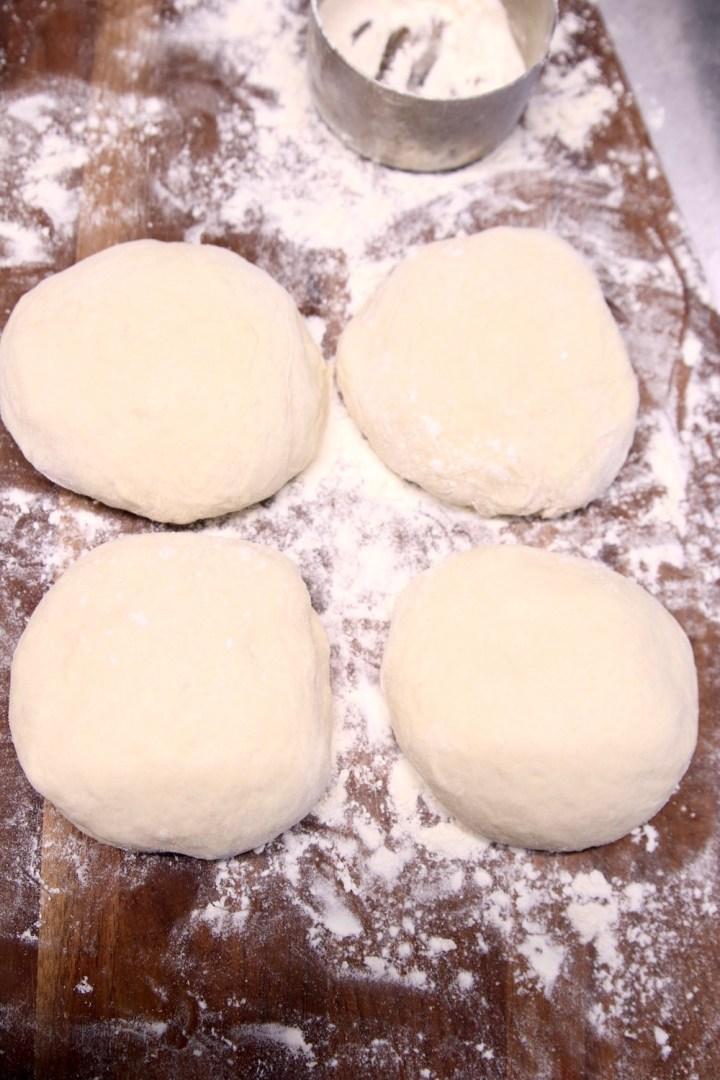 4 discs of pizza dough