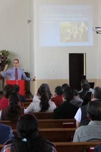 IMG_0420 Pastor Ricardo explicando