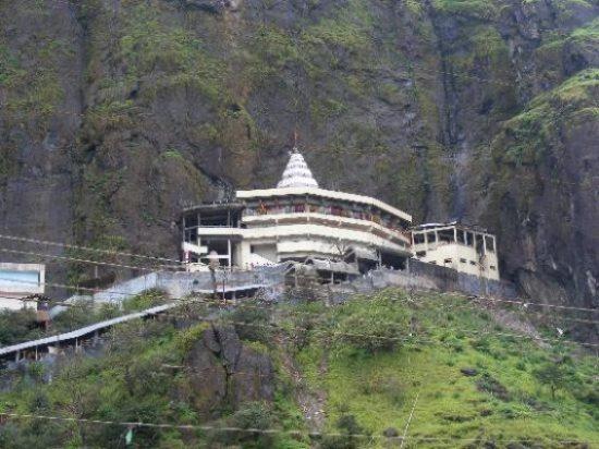 saptashrungi-temple-1