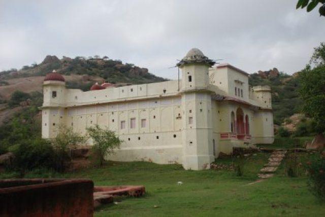 Chyvan_Rishi_Temple_on_Dhosi_Hill
