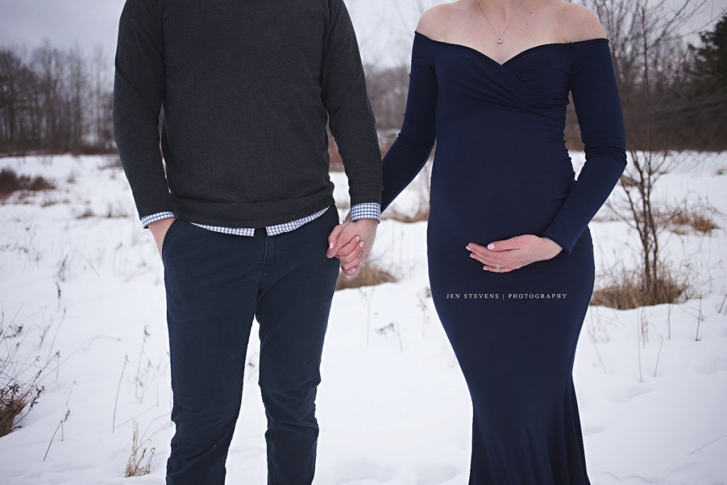 long sleeve maternity dress, Fitted Maternity gown photography, jersey maternity dress photoshoot, baby shower dress, long sleeve, long maternity dress, snow maternity photoshoot