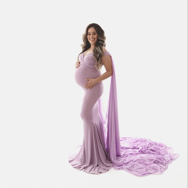 fitted maternity dress for photoshoot