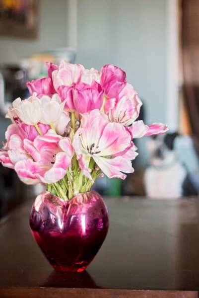 pink flower arrangement on table to help stay fresh