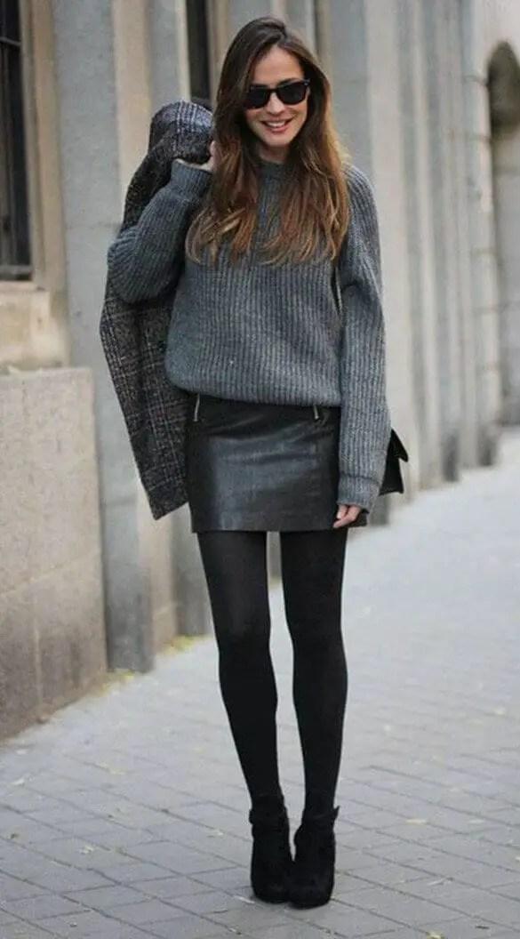 Black Pantyhose 10 - 10 Eye-Catching Ideas to Wear a Black Pantyhose Like a Pro