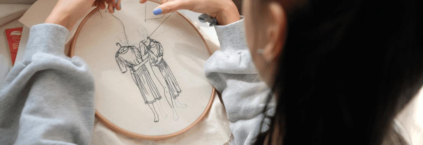 Los autoretratos bordados de Sheena Liam