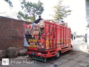Pengiriman melalui truk