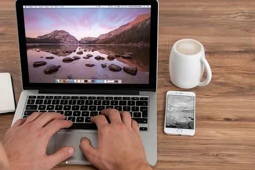 content marketing- computer on desk