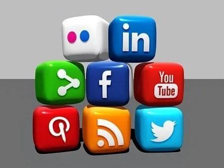 social media- dice with social media logos