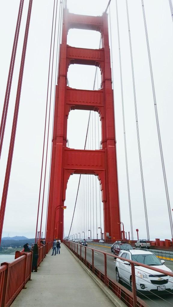 Die Golden Gate Bridge (englisch für Goldenes-Tor-Brücke) ist eine Hängebrücke am Eingang zur Bucht von San Francisco am Golden Gate in Kalifornien. Sie ist das Wahrzeichen der gesamten Bay Area. Das Bauwerk wurde 1937 eröffnet, hat eine lichte Durchfahrtshöhe von 67 Metern bei Hochwasser und verbindet mit seinen sechs Fahrspuren und zwei Geh- und Radwegen San Francisco mit dem Marin County und dem weniger dicht besiedelten Napa- und Sonoma-Valley.