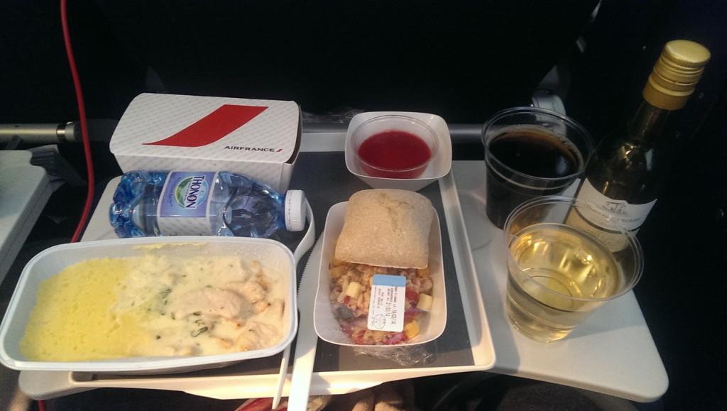 Mittagessen-auf-dem-Flug-nach-Miami-bei-AirFrance