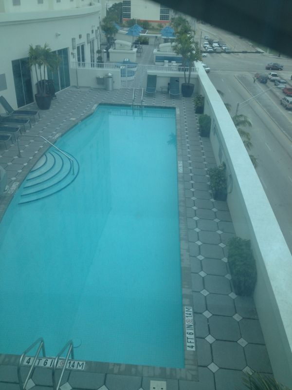 crowne-plaza-pool-fort-lauderdale