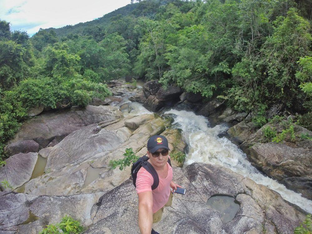 Auf meinem Rückweg machte ich noch einen kurzen Abstecher zu einem mir empfohlenen Wasserfall, dem Than Sadet Wasserfall. Jetzt nicht so spektakulär, aber sehr schön anzusehen.