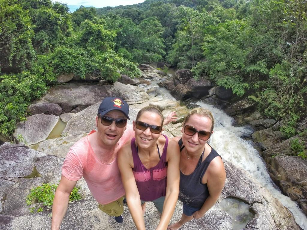 Bei meinem Abstecher zu diesem Wasserfall liefen mir doch tatsächlichen diese beiden netten deutschen Mädels über den Weg, Nadja und Tina. Die spontanen Begegnungen sind immer die Schönsten.