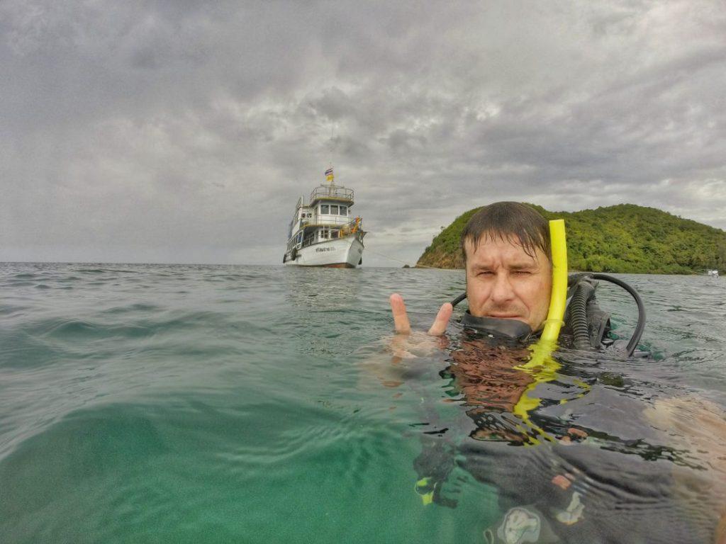Nach 2x 45 Minuten in der Tiefe waren die ersten Tauchgänge meines Lebens leider zu Ende. Nun fuhren wir bei stürmischer See wieder zurück nach Koh Samui. Eins kann ich aber sagen: Das wird nicht mein letzter Tauchgang gewesen sein. Und vielen Dank an dieser Stelle an meinen Tauchleher Toddy von den Easy Divers. Er hat mich perfekt in die Unterwasserwelt eingeführt.