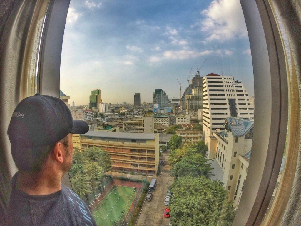 Der Ausblick ist jetzt nicht der Wahnsinn, aber hat mir zumindest signalisiert, dass ich wieder in Bangkok bin. Dort wo alles vor knapp 3 Wochen seinen Anfang genommen hat.
