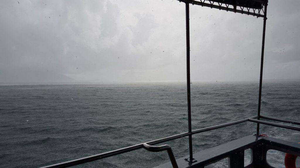 Zwischen den Tauchgängen kam nochmal eine fette Regenwand übers Boot. Man sah wirklich nichts mehr außer Regen.
