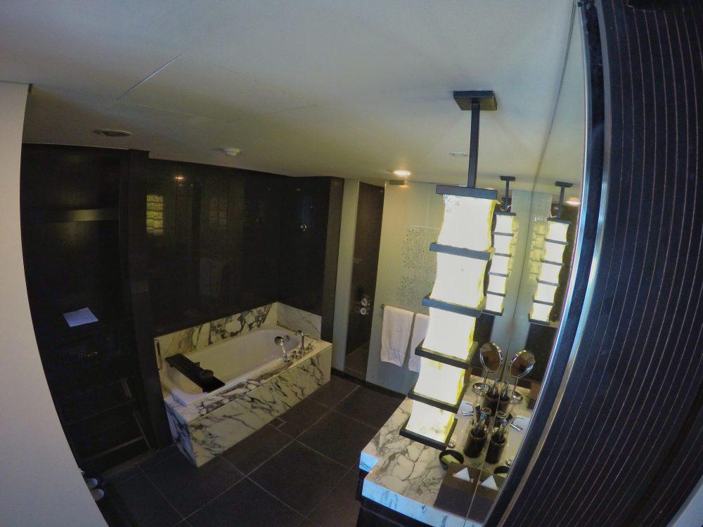 Was für ein tolles Badezimmer!! Alles was das Herz begehrt.